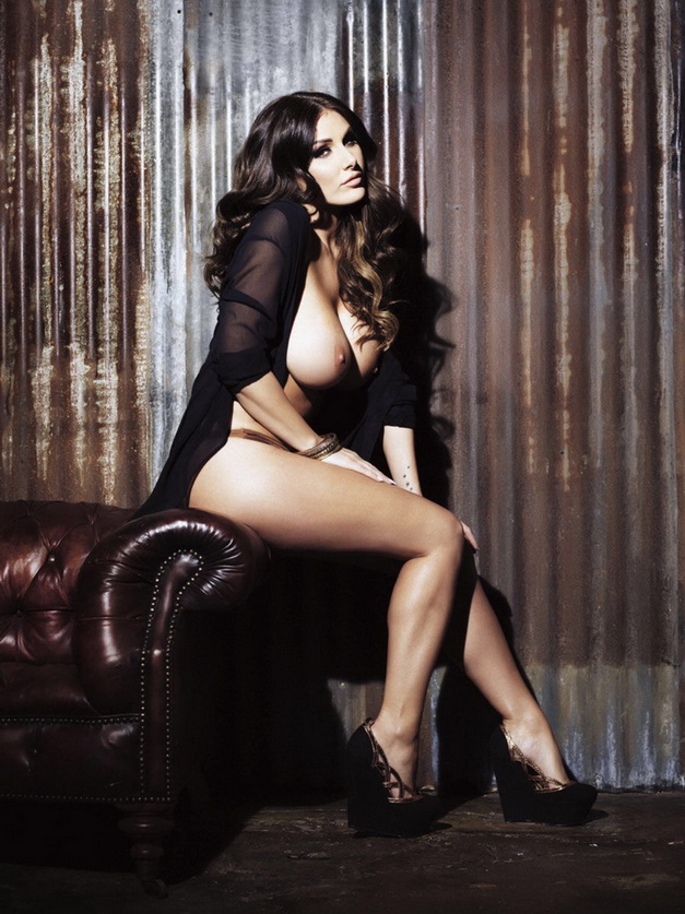 lucy pinder tits -9